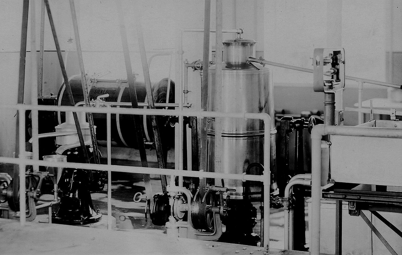 Här på Viktor Nylunds foto syns en del av maskiner som fanns på mejeriet.
