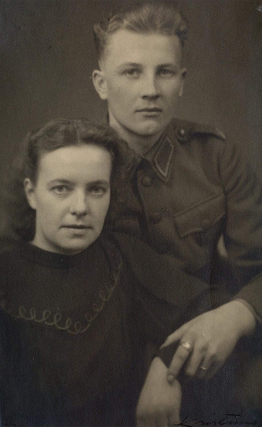 Förlovningsfoto med Egil Storkull och Elvi Holmudd.