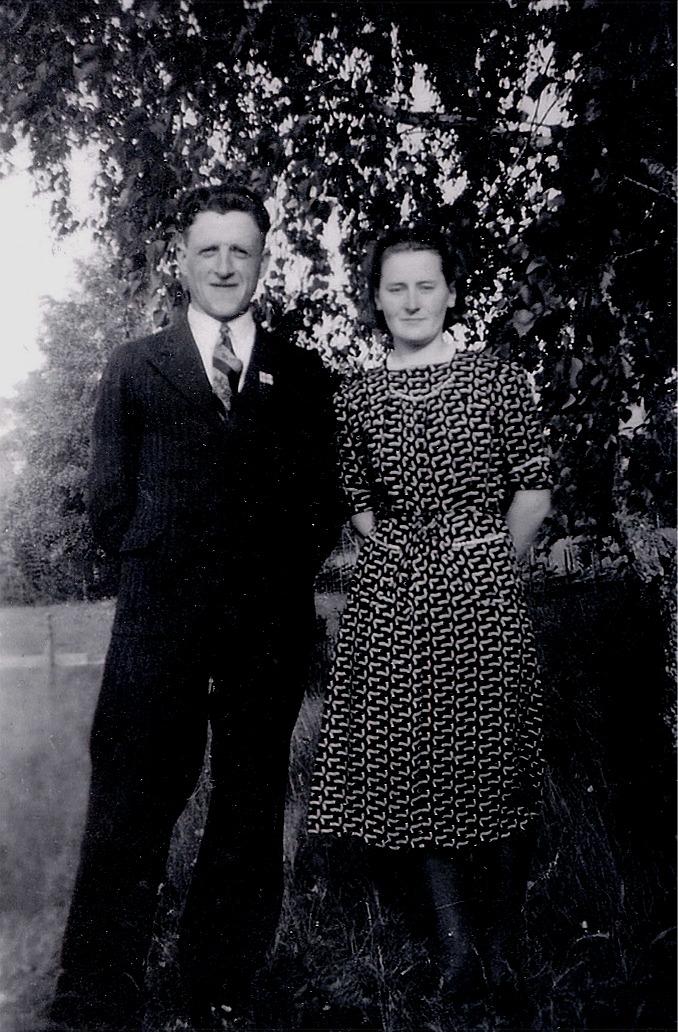 På bilden Elis Ahlberg med hustrun Gerda år 1942.