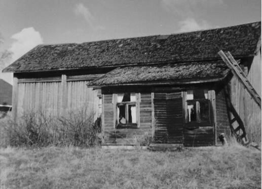 Artur och Sandras gård på A-sidon, fotograferad från öster.