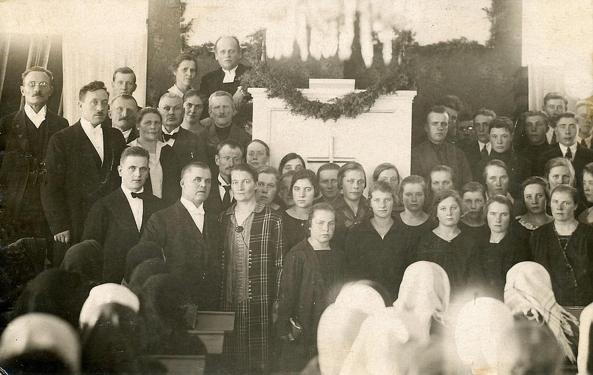 Denna bild är från inskriptionen 1 november 1926. Rektorn Sjöblad långt fram till vänster och bakom honom de 33 eleverna.