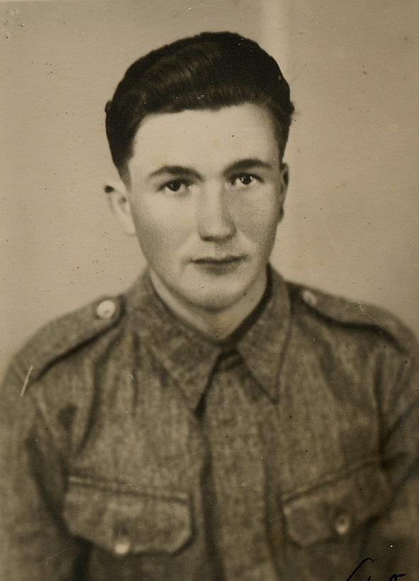 Egil Mannfolk i uniform.