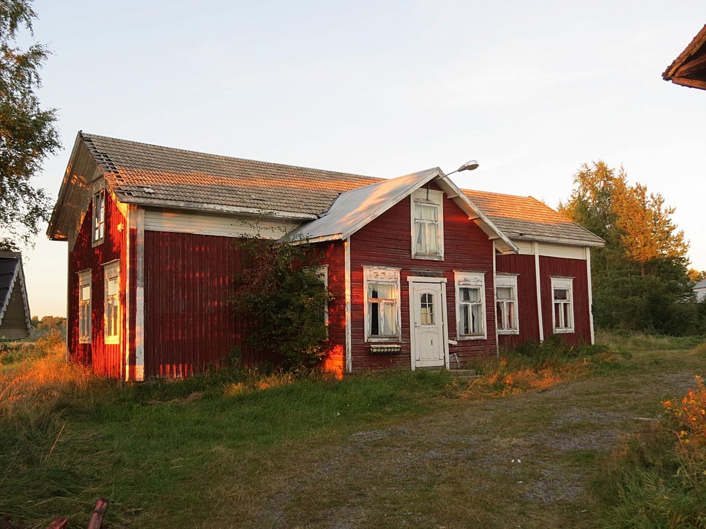 Huset fotograferat från gårdssidan 2013.