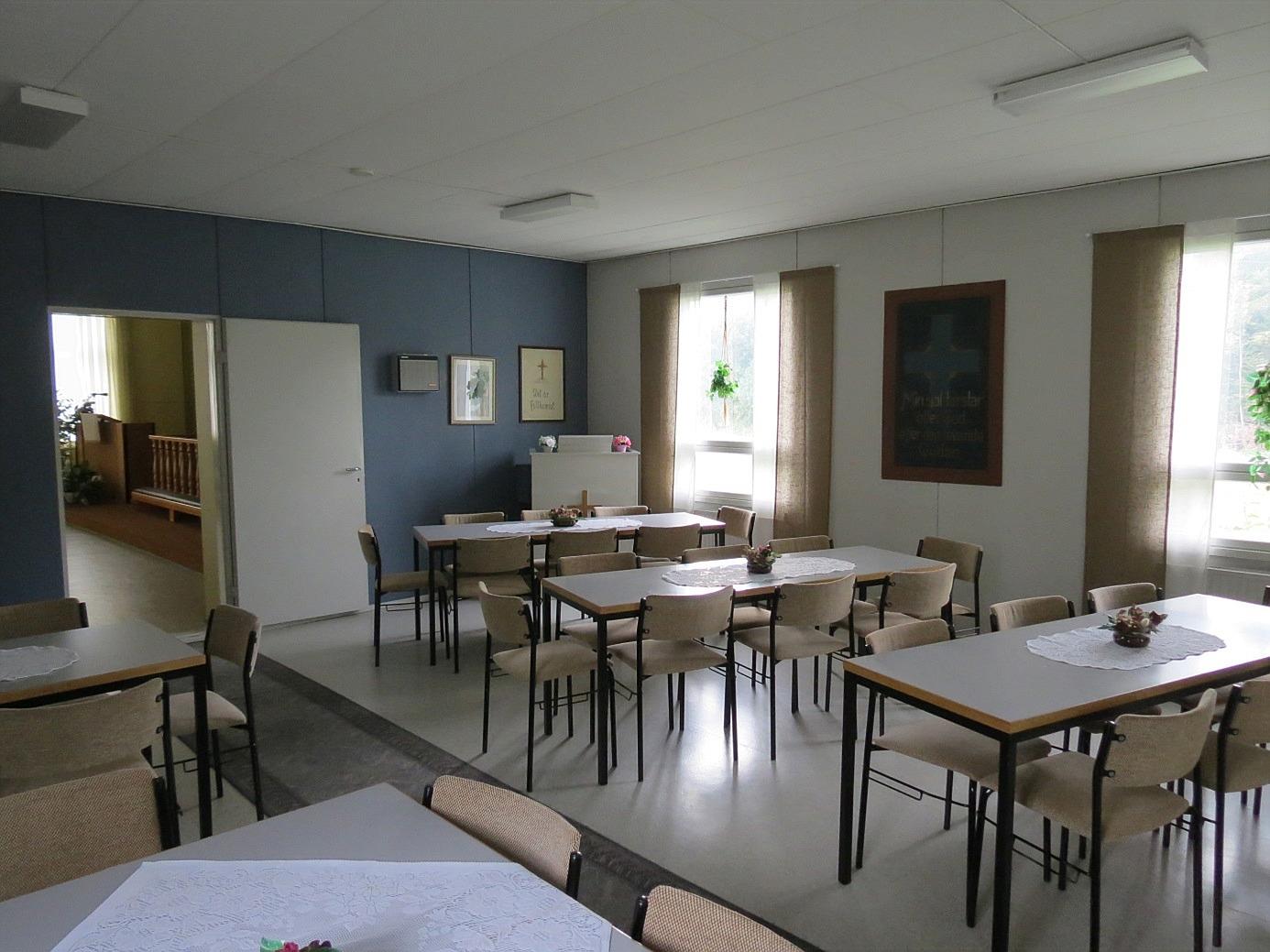 Bilden visar det ljusa och vackra serveringsrummet som det ser ut i dag.