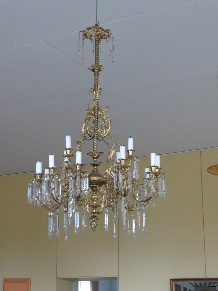 Under renoveringen passade Holger Hammarberg på att återställa den gamla ljuskronan i ursprungligt skick med levande ljus och Annel Nyholm tillverkade en linneduk till talarstolen. Nya stolar till samlingssalen anskaffades med bidrag från Lappfjärds församling.