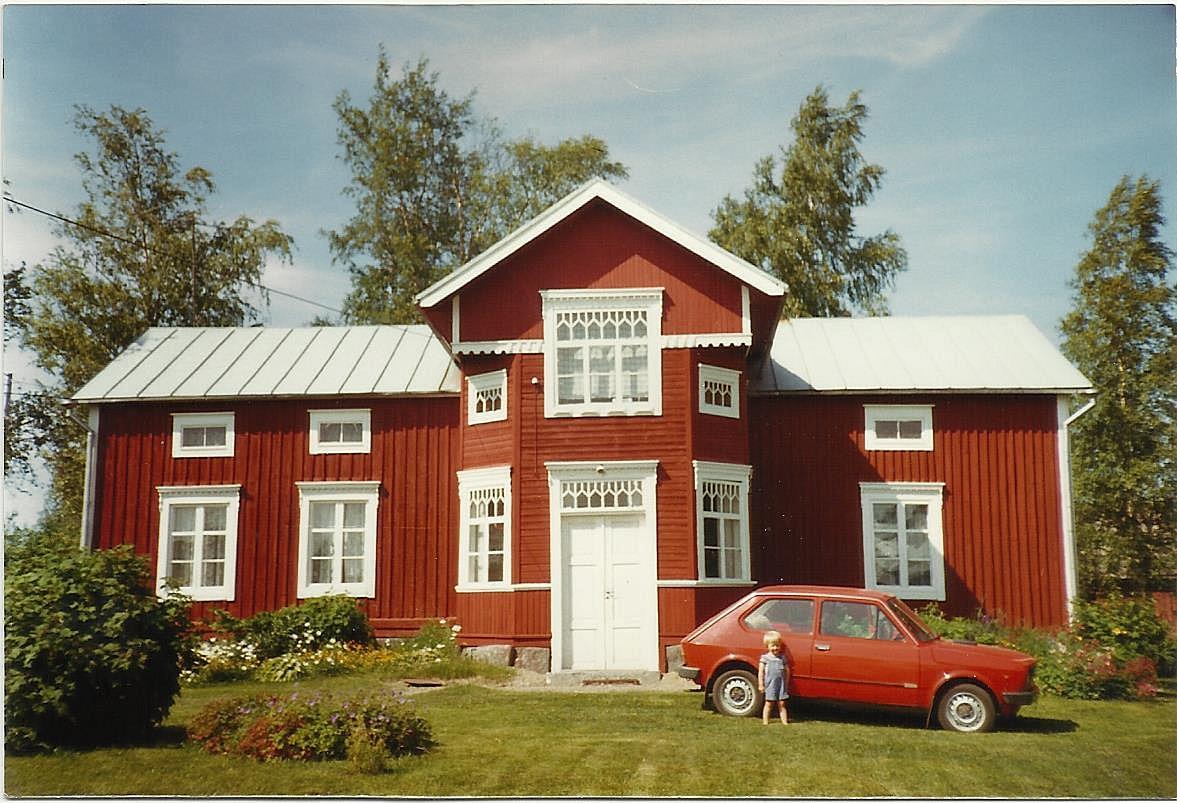 Den här vackra gården i Malax var Alice Vidals barndomshem. Foto: Inga-Lill Sandström.
