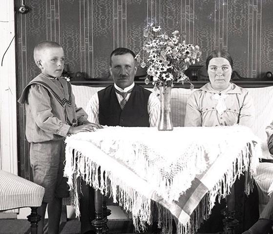 På bilden Viktor och Ida Nylund tillsammans med sonen Rurik, som var född 1907.