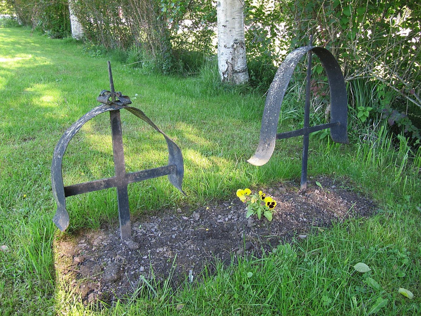 Erik Rosenstedt dog 9.4 1855 och han är begravd på Birgitta begravningsplats i Lappfjärd.