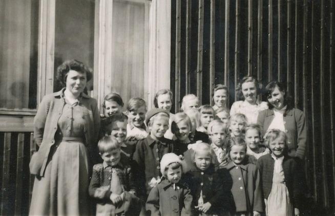 Här en bild med ledarna Marita Lindell, senare Nelson och Alice Björklund, senare Dahlroos och längst till höger Birgit Lund, senare Karp. Övriga ledare var bland annat Gunvor Hammarberg, Deris Ålgars, Emil Backlund, Alice Lindqvist, Johan Lindqvist, Julia Lindgård, Signe Nyholm, Verna Norrgrann, Ingeborg Lindblad, Heddy Vikfors, Nancy Hannus och många fler.
