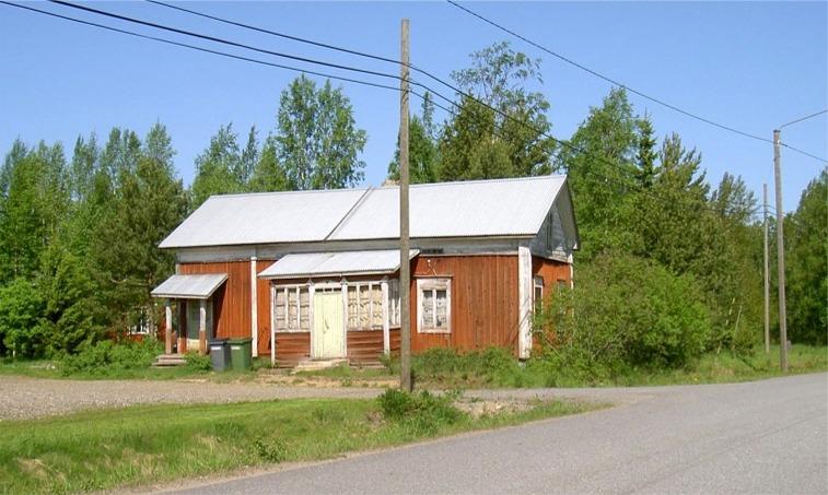 """Det var alltså i detta hus som """"Gåbbinas Mina och Anakajs"""" föddes på 1870-talet. Det var år 1920 då gården rullades över """"Treskvejin"""" till det ställe där den fortfarande står."""