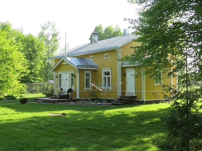 Så här ser huvudbyggnaden ut från gårdssidan, fotograferad från norr 2013.