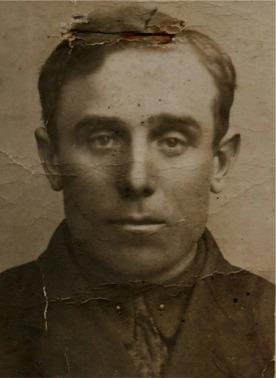 Emil Nybergs passfoto, som togs 1927 före han reste till Amerika. Han stannade där i cirka 3 år och när han återvände hade han möjlighet att lösa ut sina syskon.