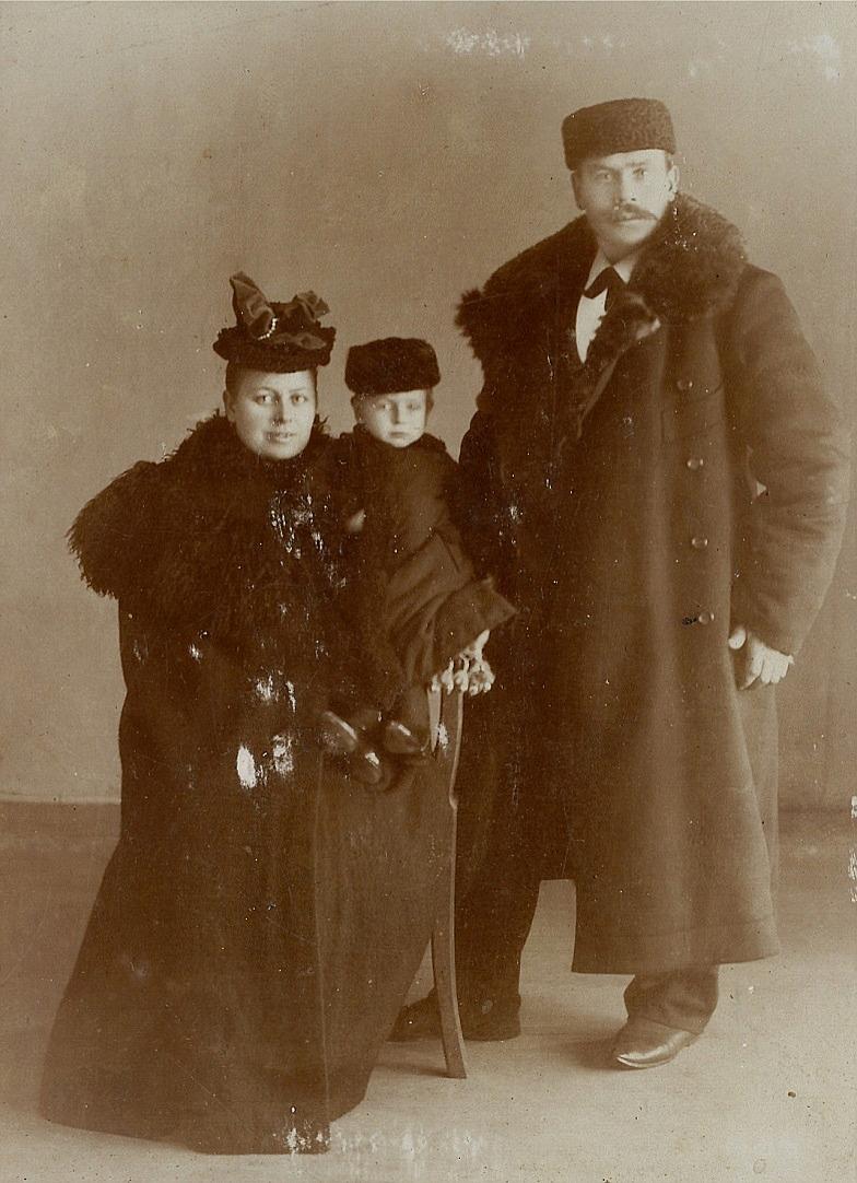 På fotot Fias bror Josef Henrik som flyttade till Ryssland och gifte sig med Natalia. Han var direktör på rederiet Crighton Ship Building i St. Petersburg.