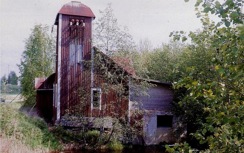 Denna bild av Olle Haavisto visar hur kraftverket vid Storfors såg ut innan tornet revs.