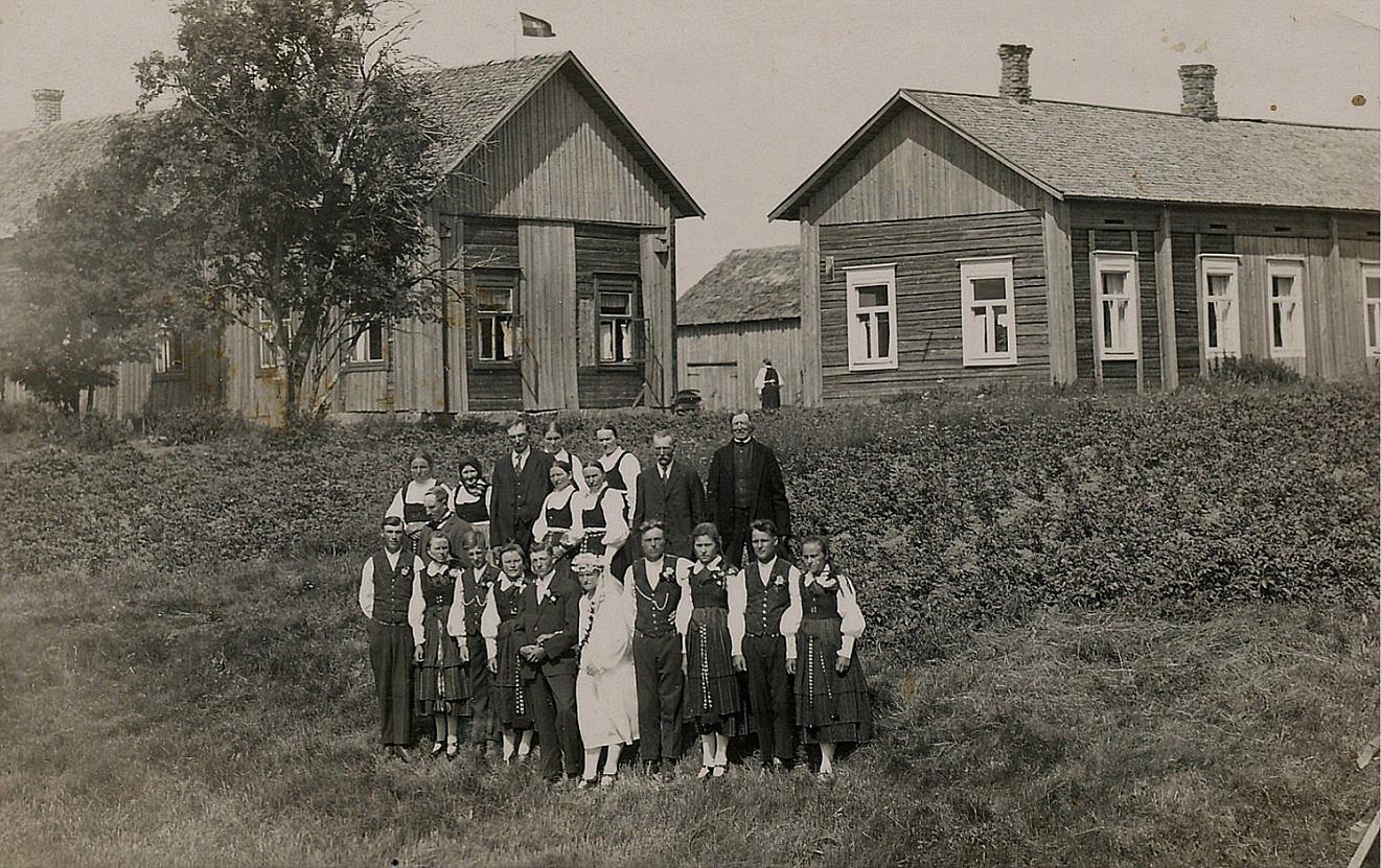 År 1927 gifte sig Artur Mitts och Julanda Nyroos i Arturs hemgård i Lappfjärd.