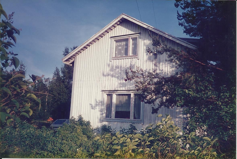 Huset fotograferat från väster på 1980-talet. Foto: Inga-Lill Sandström.