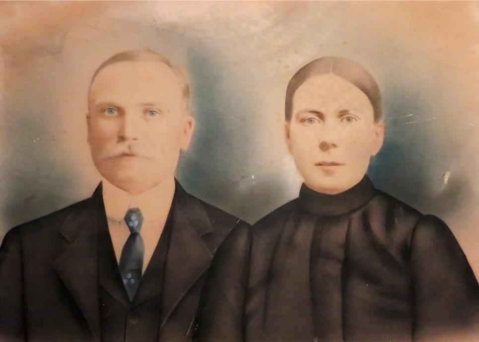 """Porträtt av """"Rebeck-Erk-Jåhan och Fia"""", alltså Erik Johan och Sofia Ekberg."""