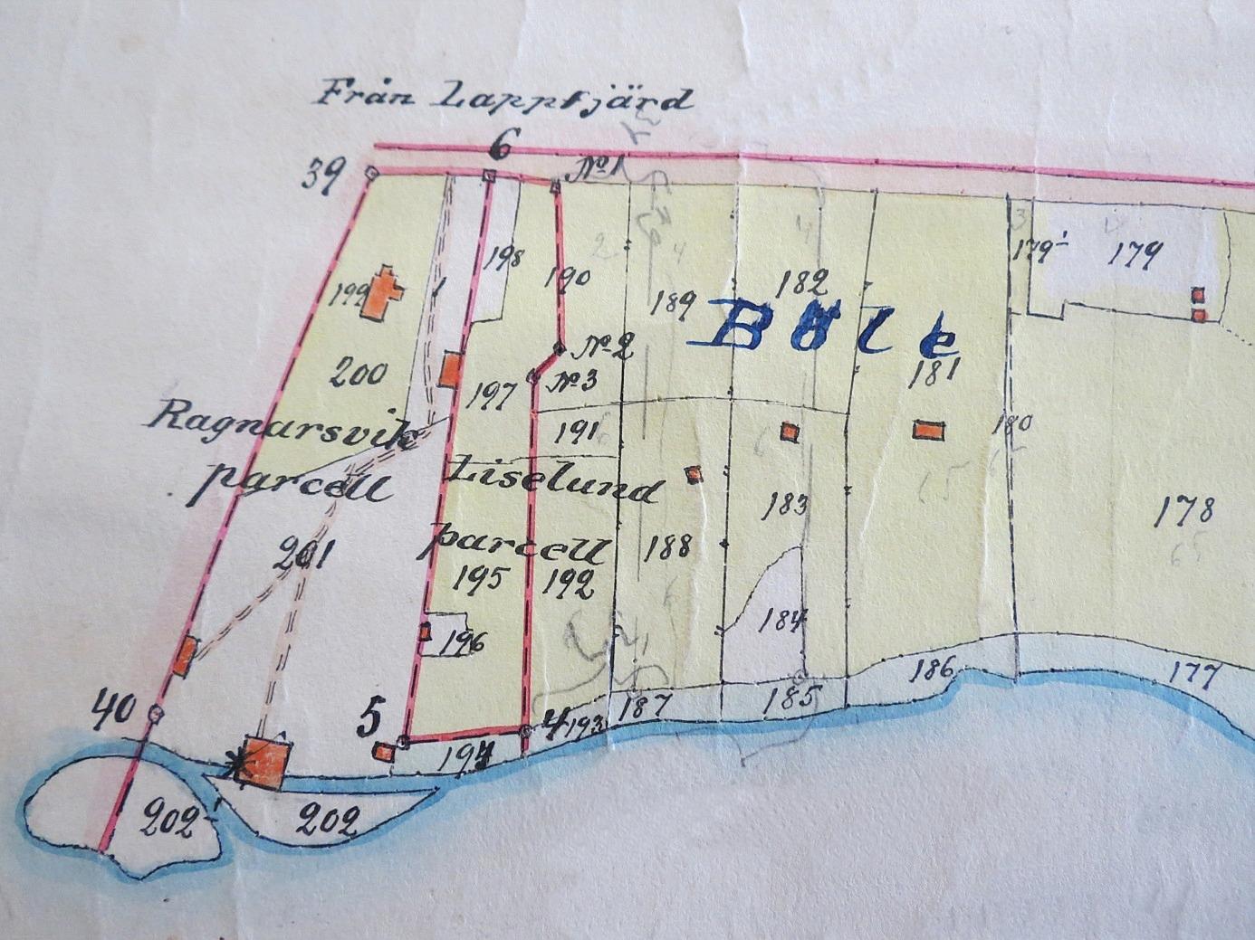På storskifteskartan från början på 1900-talet, så ser vi att Ragnarsvik och Liselund ligger precis på rån till Lappfjärd. Området kallas också för Böle och österut från parcellen Liselund finns hemmanet 1:11 som tillhörde Klemes-Kalle och Fina.