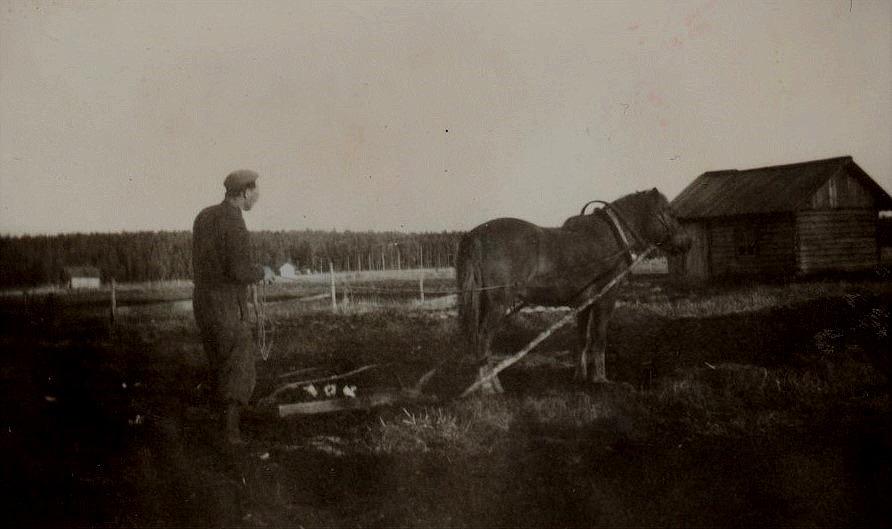 Arvid Lillkull med Pontus där Ulla på A-sidon. Bergåsen i bakgrunden.