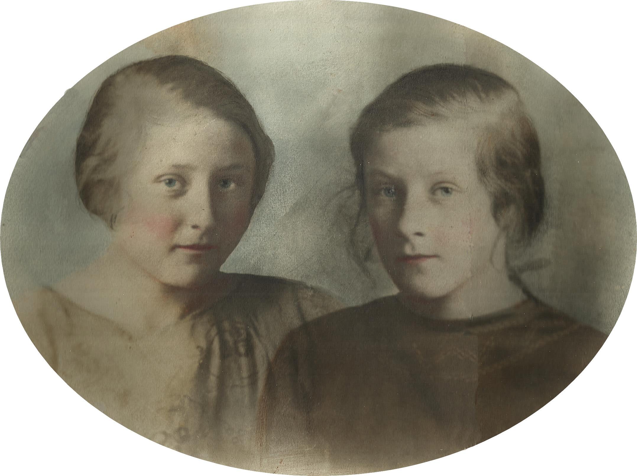 Här Alice Vidal i unga år tillsammans med sin syster Adele.