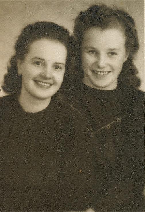 Till vänster Else Rosenback fotograferad tillsammans med Dagny Nyberg.