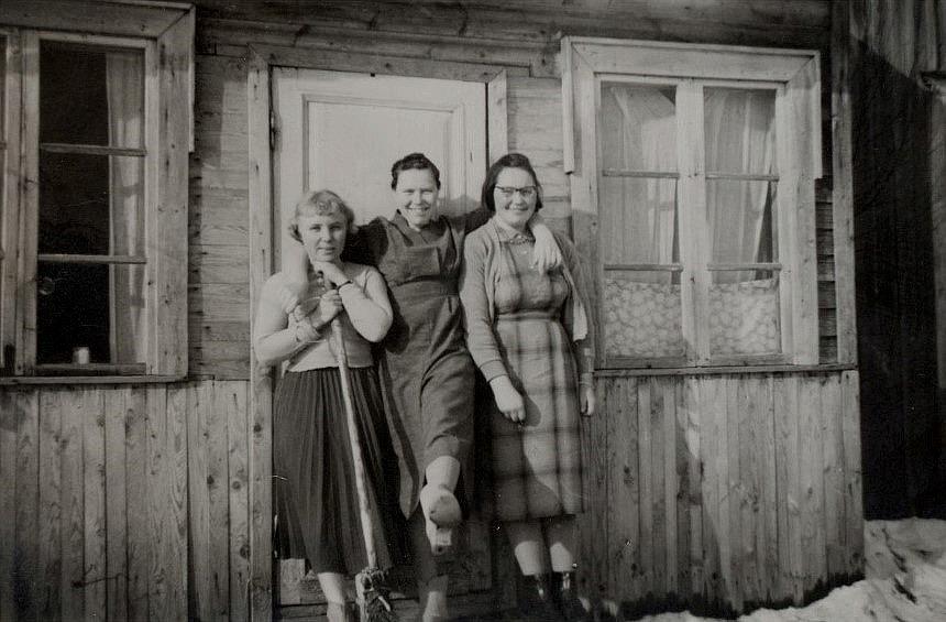 Från vänster Hultkvist Marita gift Ingves, Ellen Ånäs och Ruby Storkull.