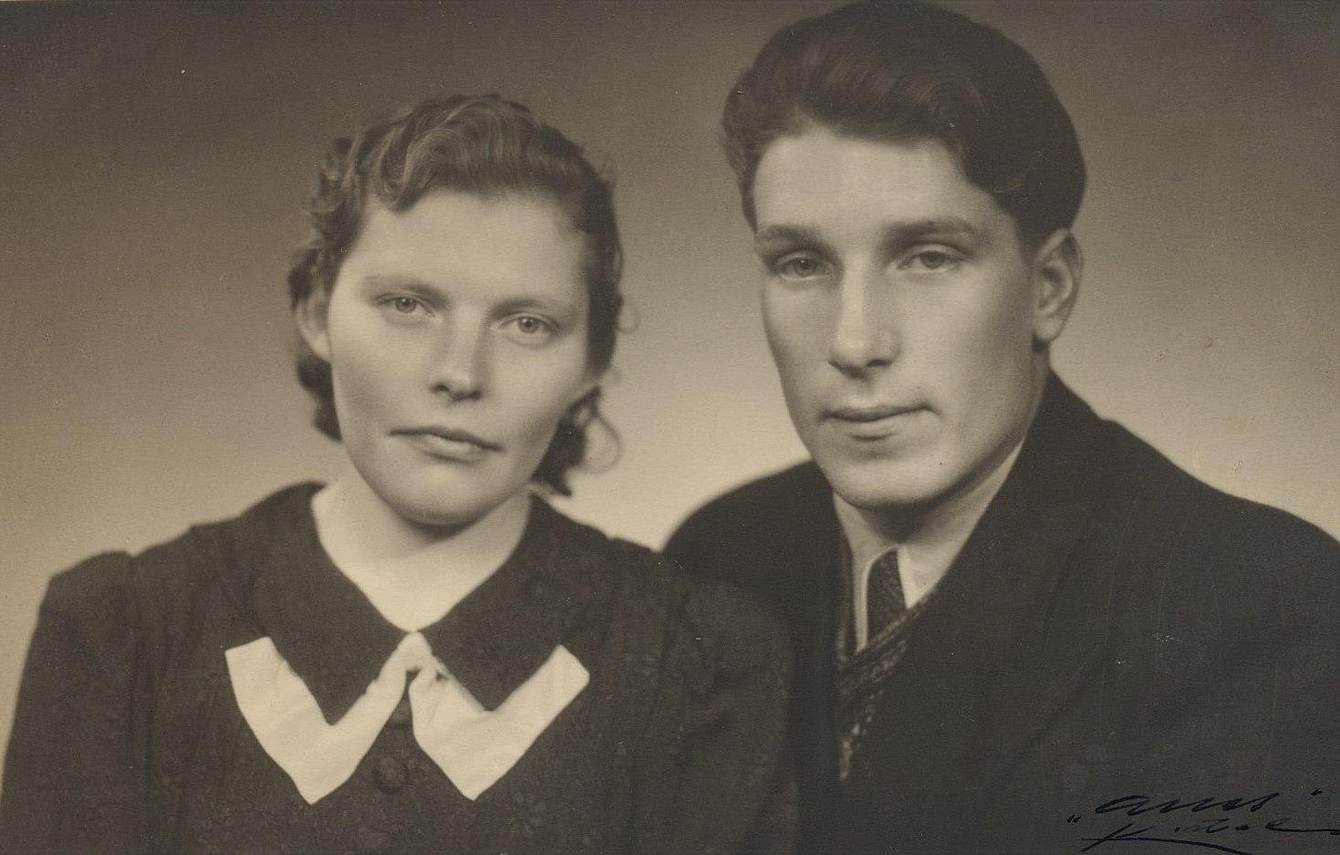 """Anna Åberg (1920-1994) som 1943 gifte sig med Alvar Hammarberg (1922-1988) men de skilde sig efter ett par år och Alvar flyttade då till Åland. Alvar var son till """"Motta-Kalle"""", alltså Karl Hammarberg."""
