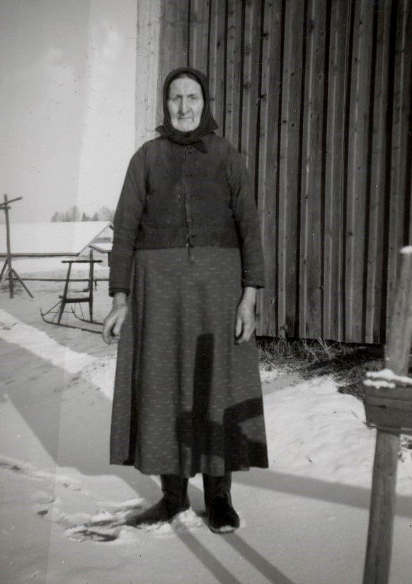 """""""Ulla-Ellen"""" Ånäs hade en bra kamera och var en flitig fotograf. Här har hon tagit ett bra foto av """"Gåbbinas"""" Anakajs Lillkull."""