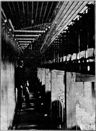 Elverket var försett med stora batterierna, som kunde användas då förbrukningen var så pass låg att det var olönsamt att hålla i gång generatorn.