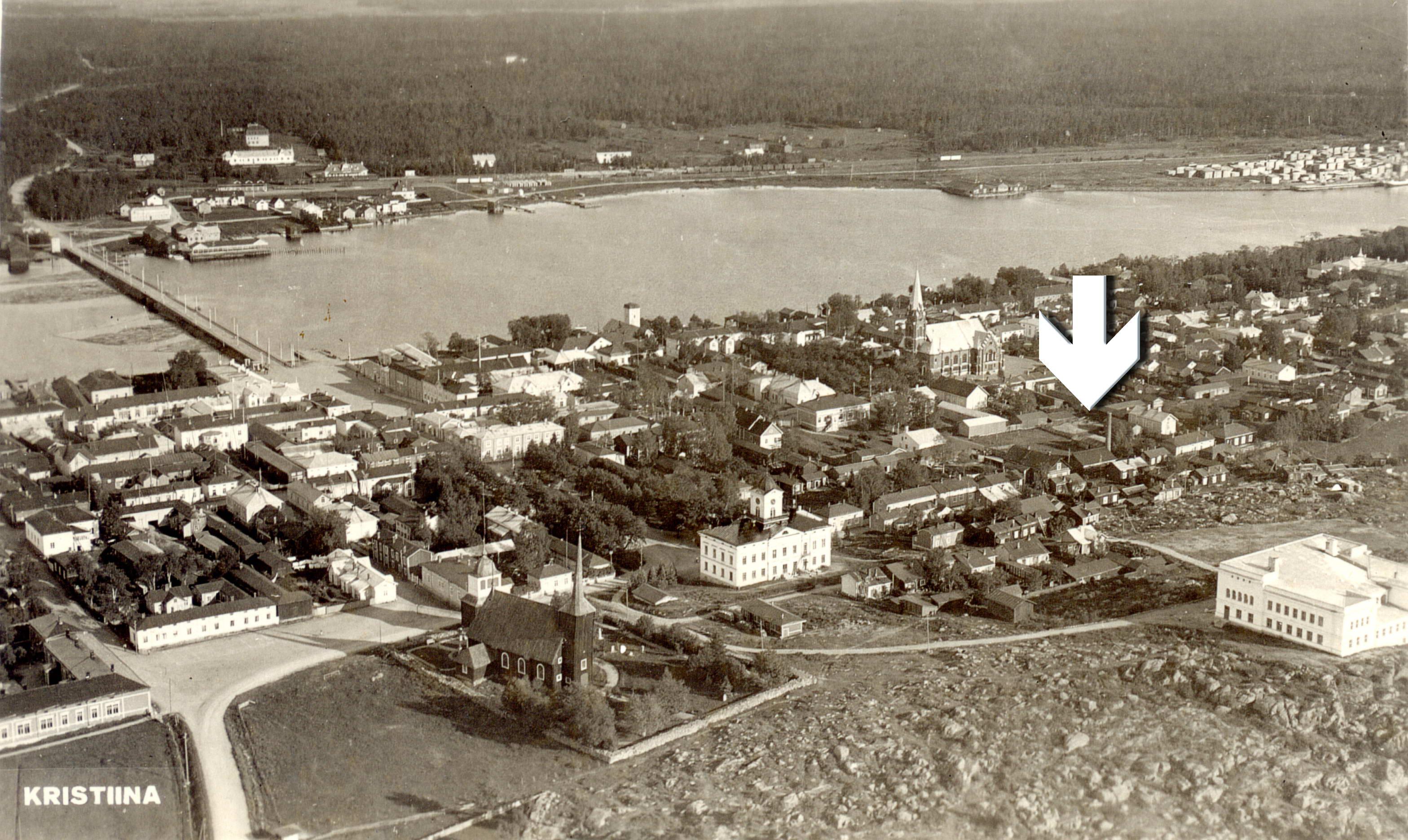 Här på Karhumäkis flygfoto från 1934 så vi var elverket var beläget.