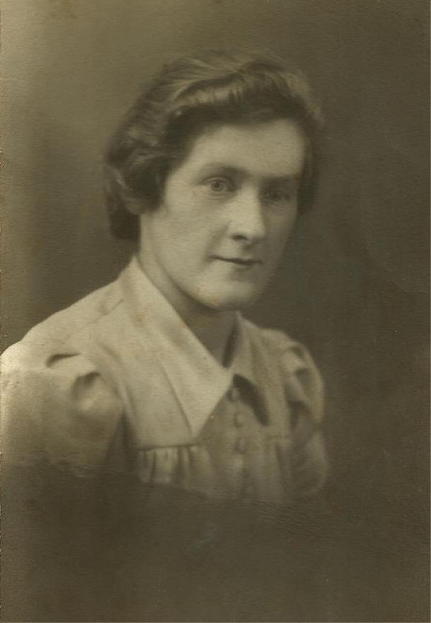 På fotot Alice Vidal som gifte sig med Arvid Lillkull från Brobackan.
