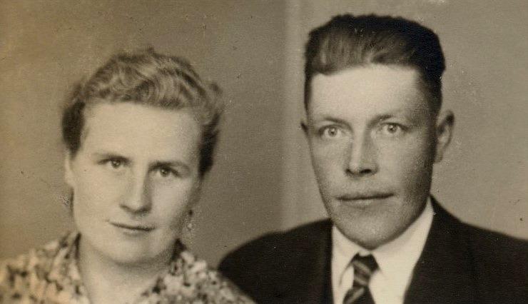 """På bilden Elsa och Selim Rönnlund. Selim som kallades """"Nymanas-Selim"""" var son till Johannes Hosioja, som tog namnet Rönnlund och bodde i Lillsjö."""
