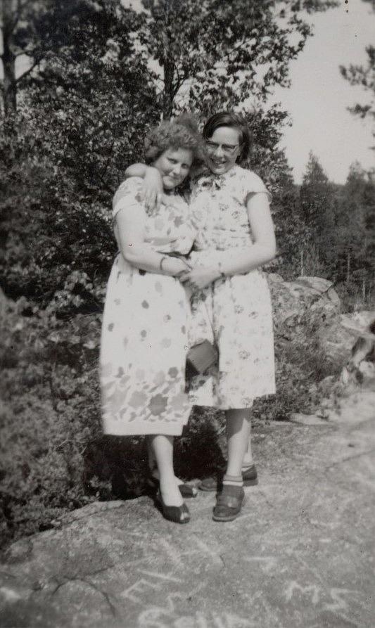"""Vera Vidberg från """"Nystad"""" tillsammans med Ellen Ånäs."""