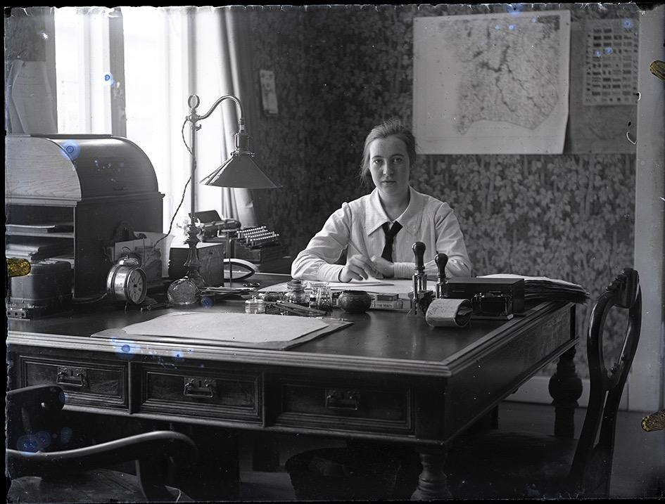 Ab Pärusfors hade sitt kontor på Strandgatan i Kristinestad, i Töttermans gård som stod bakom nuvarande apoteket. Kontoristen är fortfarande okänd.