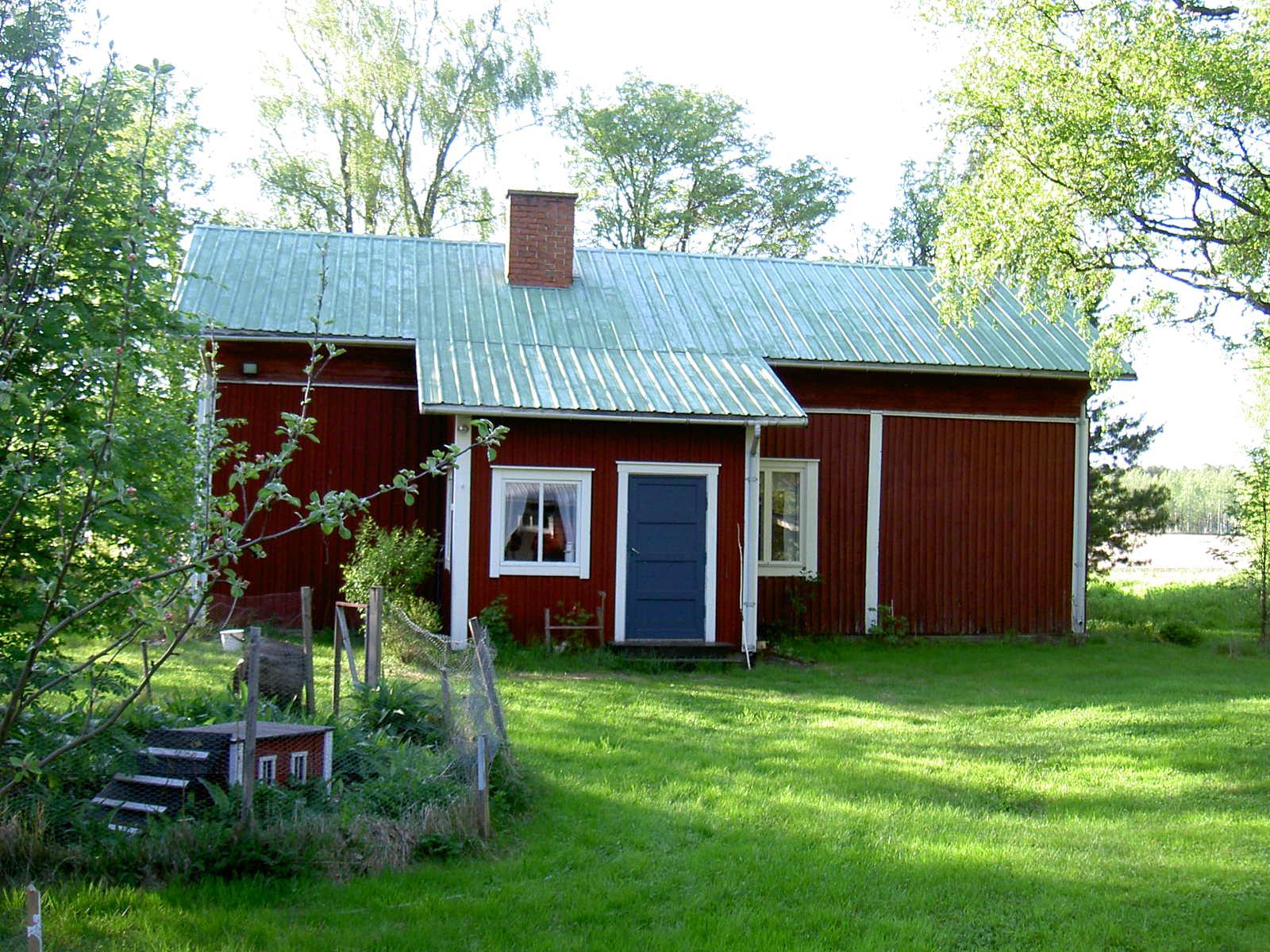 Här den gamla gården fotograferad från gårdssidan, alltså från söder.