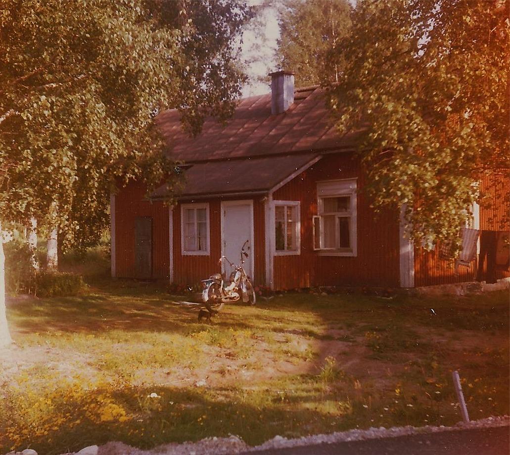 Detta foto från år 1979 då Lasse Backlund och Eva Lindbäck bodde där en sommar.