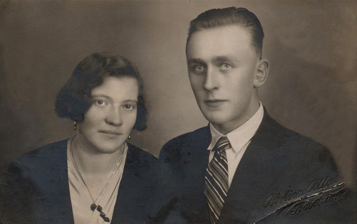 På fotot från 30-talet det unga paret Guldi och Gunnar Lillkull.