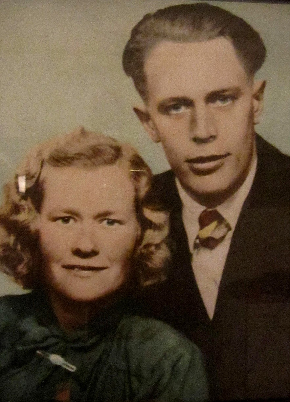 På fotot Gunhild Wikman och Karl Lillkull som nyförlovat par.