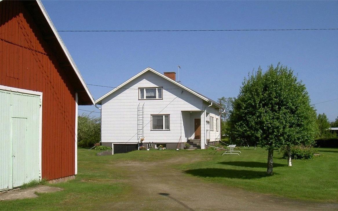 Här gården fotograferad från syd-ost år 2003.