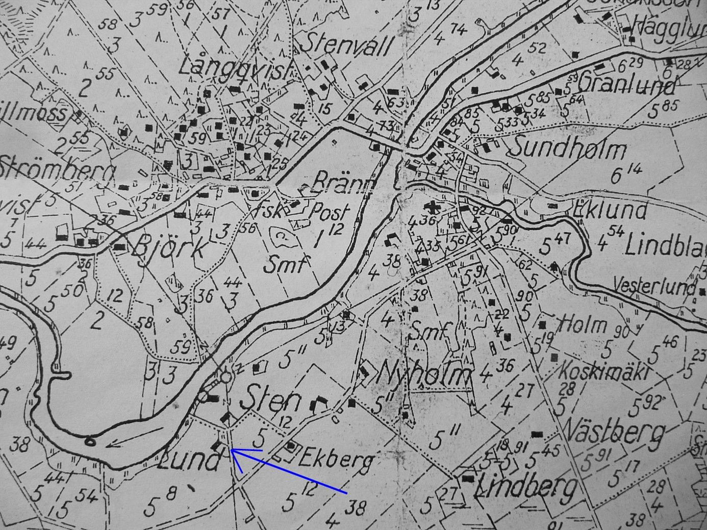 På sockenkartan från 1935 så ser vi att huset var vackert beläget nära Lappfjärds å i närheten av Viktor Nylunds såg- och elkraftverk.
