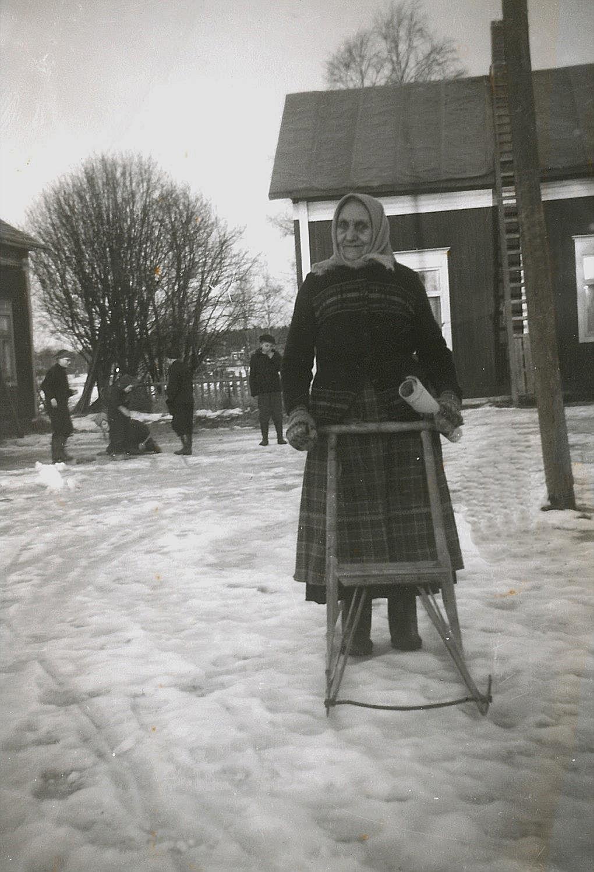 Här Amanda Disén eller Utteras-Manda som hon kallades på Backlundas gården i slutet på 50-talet