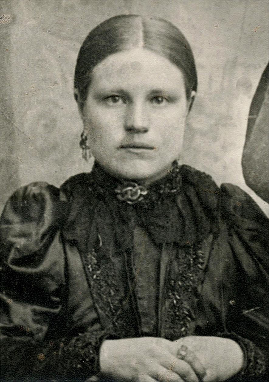 Här Adelina Lillkull som gifte sig med Josef Storkull.