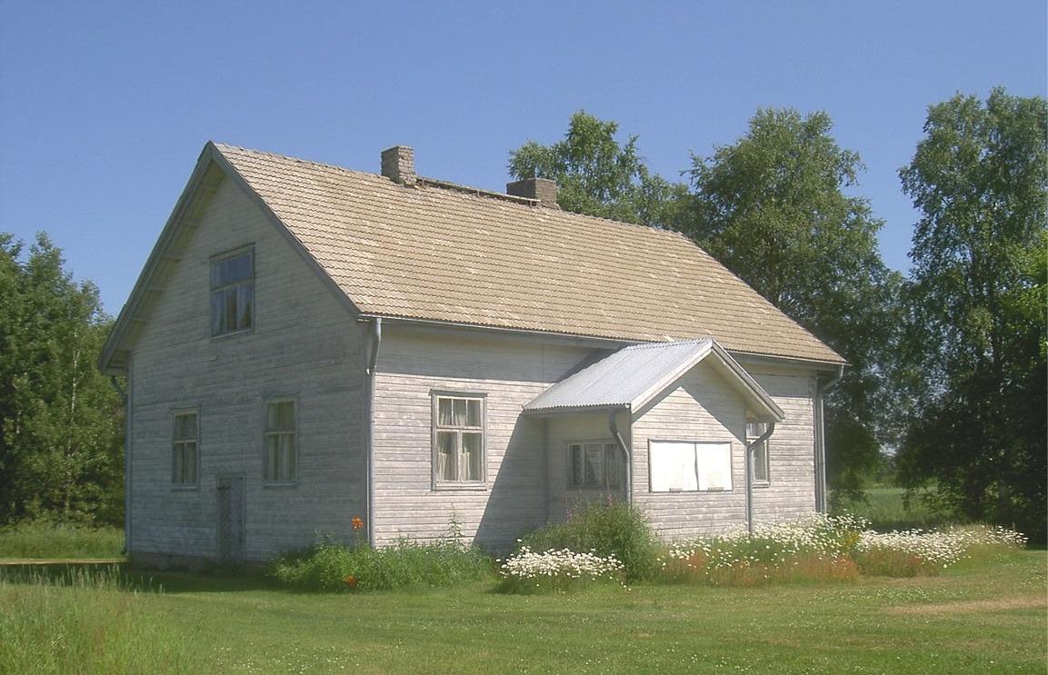 """Här gården som """"Rebeck-Selim o Manda"""" byggde år 1950, nästan på samma ställe där Josef och Adelinas gamla gård stod. Gården fotograferad år 2003, från söder."""