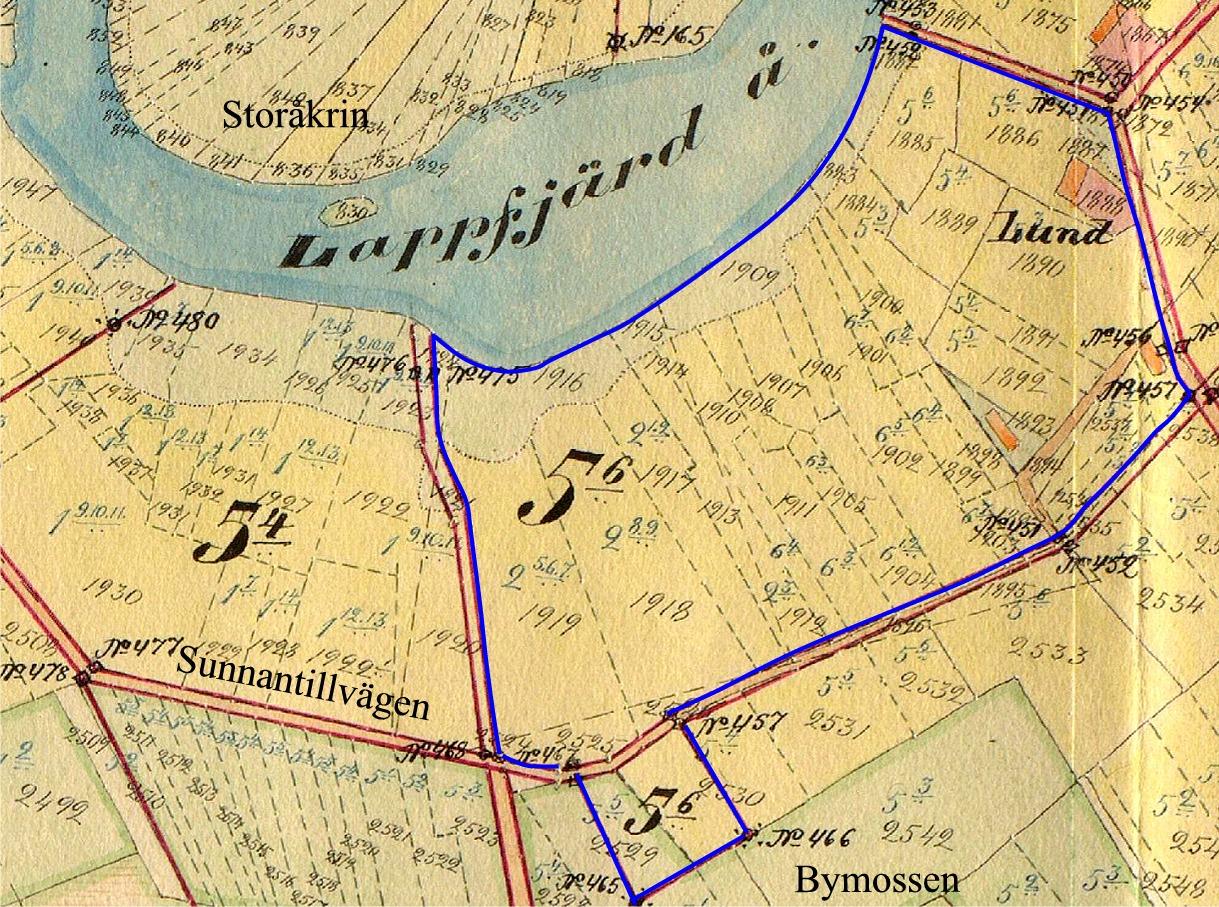 """Hemmanet Lund på 0,0223 mantal som utgör 3/56 mantal av Lillkull hemman, ägdes av bonden Karl, Gustavsson Lillkull (1840-1914) som också kallades för """"Rebeck-Kalle"""". Hemmanet övertogs sedan av dottern Adelina och hennes man Josef Rosenback från Krook och sedan av deras barn Anselm och Selim Lillkull och det har sedan sålts åt utomstående."""