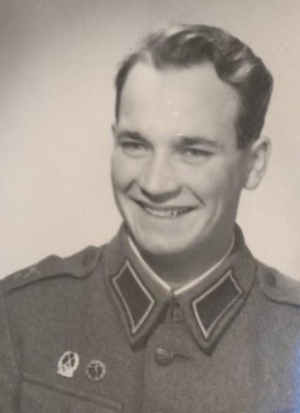 Elgot Berg i militärkläder.