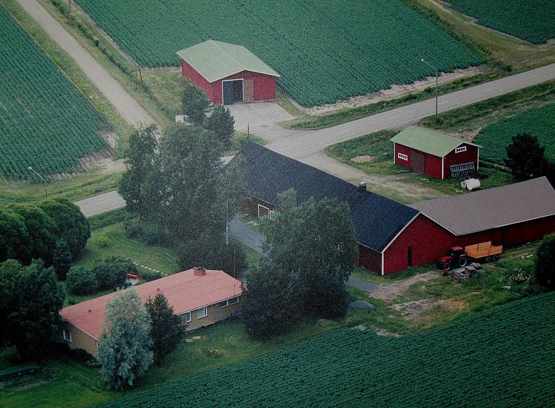 Flygfoto över Mitts´ gårdsgrupp.