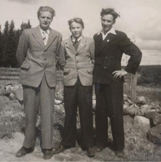 Till vänster Levi Norrvik, i mitten Åke Mäkelä och till höger Elgot Berg.