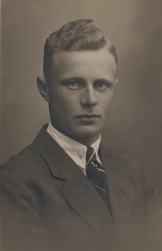 Georg Rosenback (1905-1940) gifte sig 1932 med Elvi från Terjärv och de blev lärare i Träskvik. Georg stupade i vinterkriget och Elvi fick sedan tjänst vid småskolan i Dagsmark.