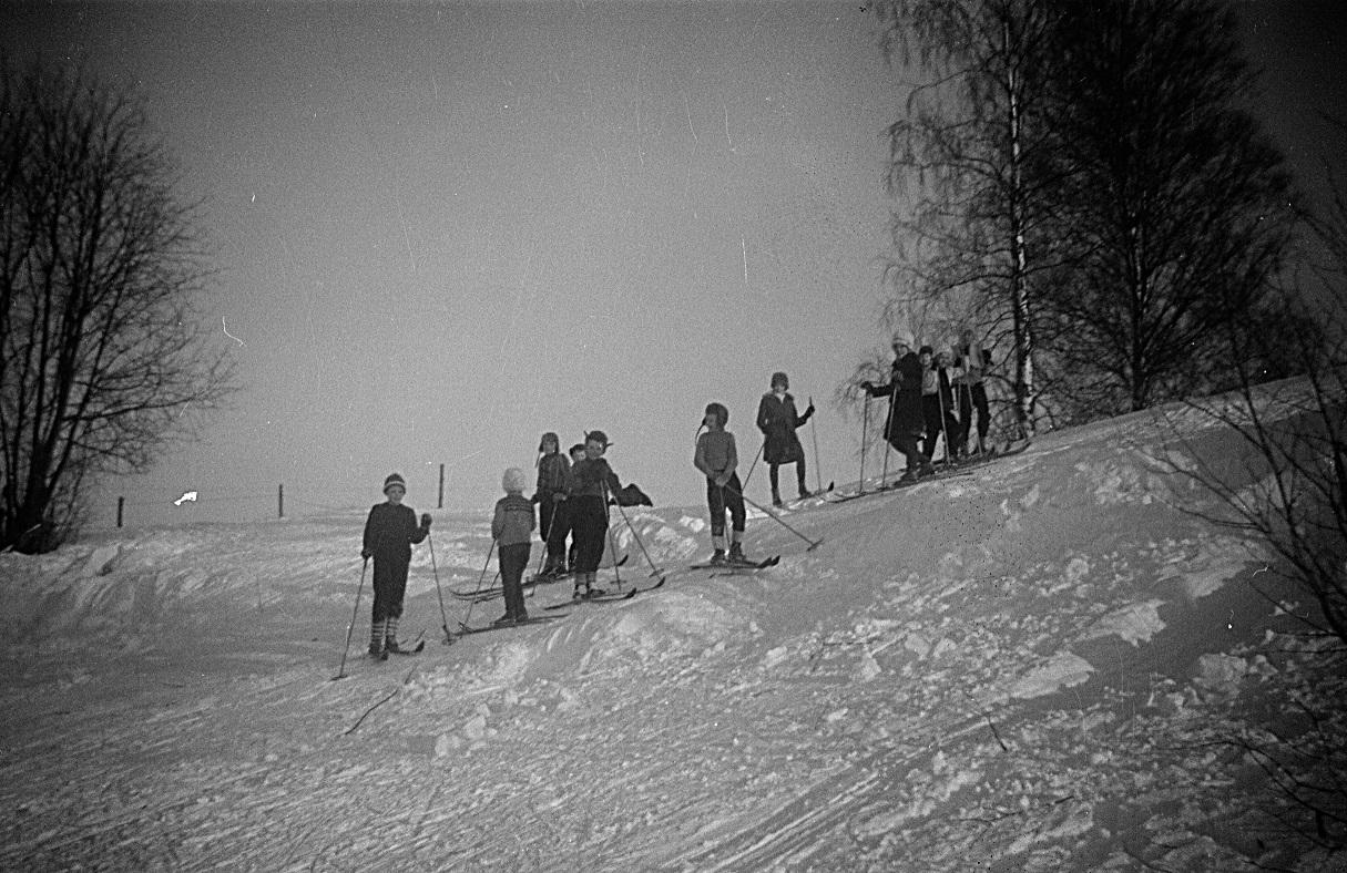 Åbackan nedanför Backlundas var ett populärt ställe om vintrarna, trots att det inte fanns någon skidlift.