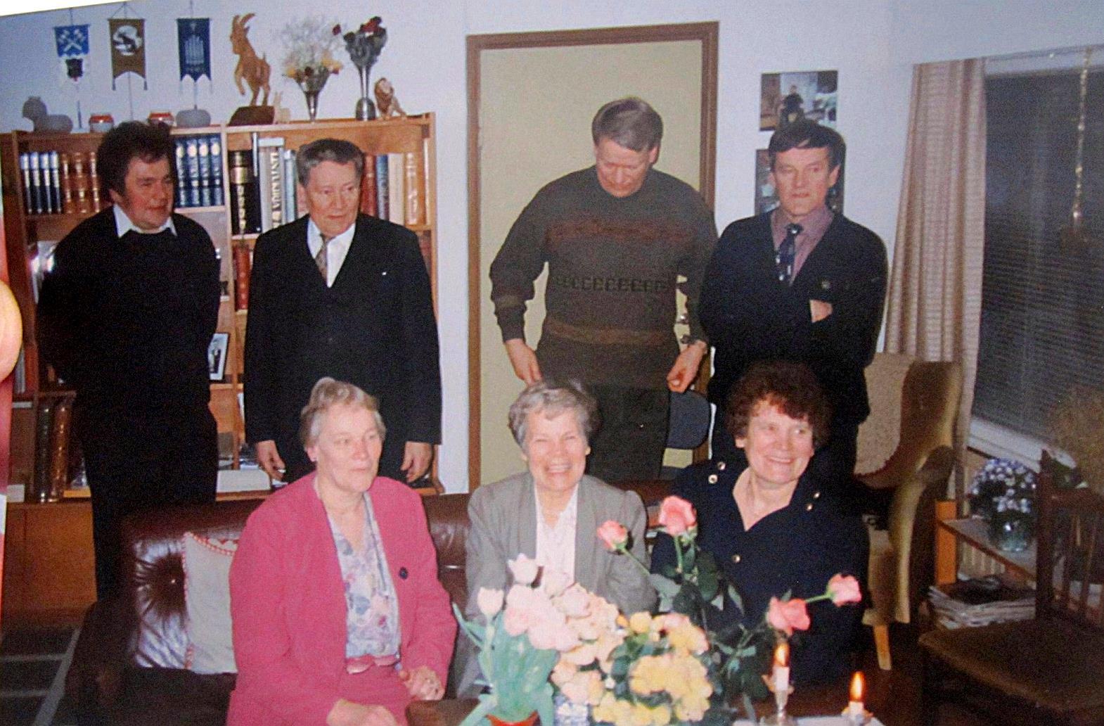 I bakre raden står Sten, Åke, Kjell och Dick och framme sitter Gunvor, Else-Maj och Margaretha.